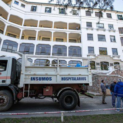 Entrega de insumos médicos al Hospital Domino Funes
